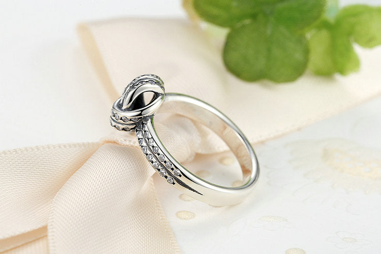 Unique Design Finger Ring for Women, Crafted from Silver