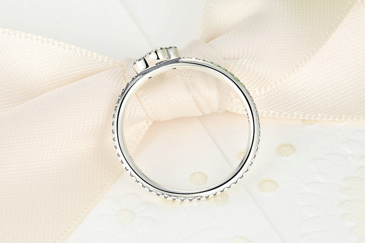 Four Cute Circles making a Clover - a Lovely Ring Crafted from Silver and Crystals