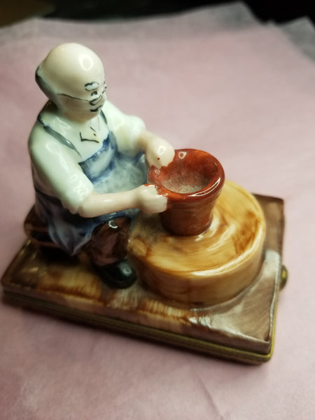 Pottery Maker Art - Limoges Box - EXTREMELY RARE