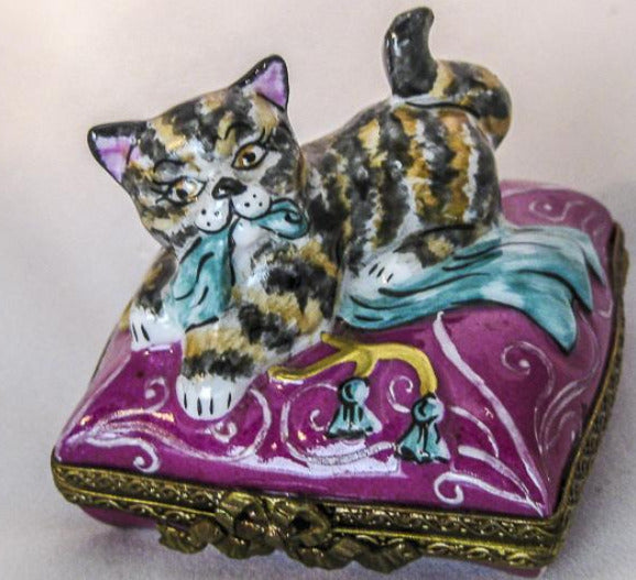 Cat on Pink Pillow - RARE RETIRED - 3 Extra Days to Ship