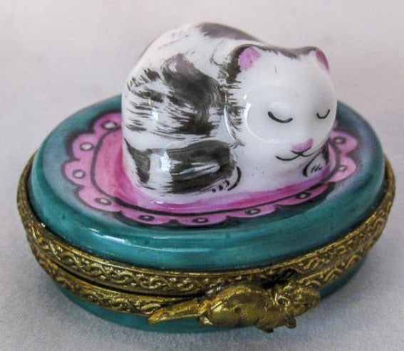 Small Kitty Cat on Round  - RARE RETIRED - 3 Extra Days to Ship
