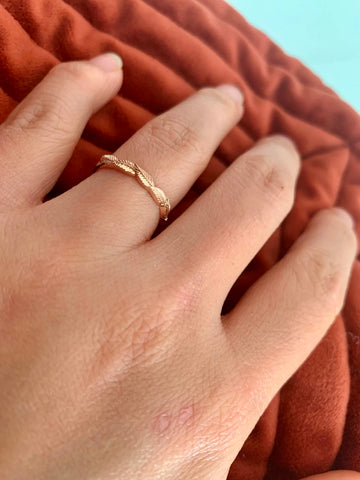 gold ring with leaves