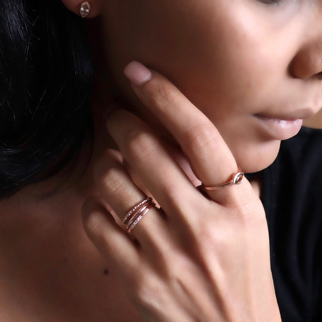 rose gold rings on womans hand