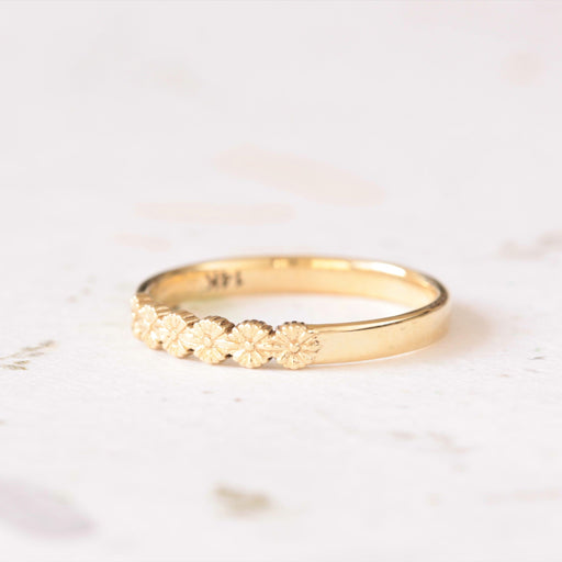 daisy wedding ring in yellow gold