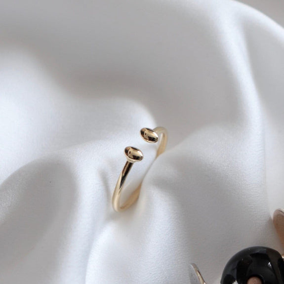 14k yellow gold droplet ring