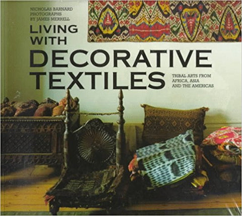LIVING WITH DECORATIVE TEXTILE