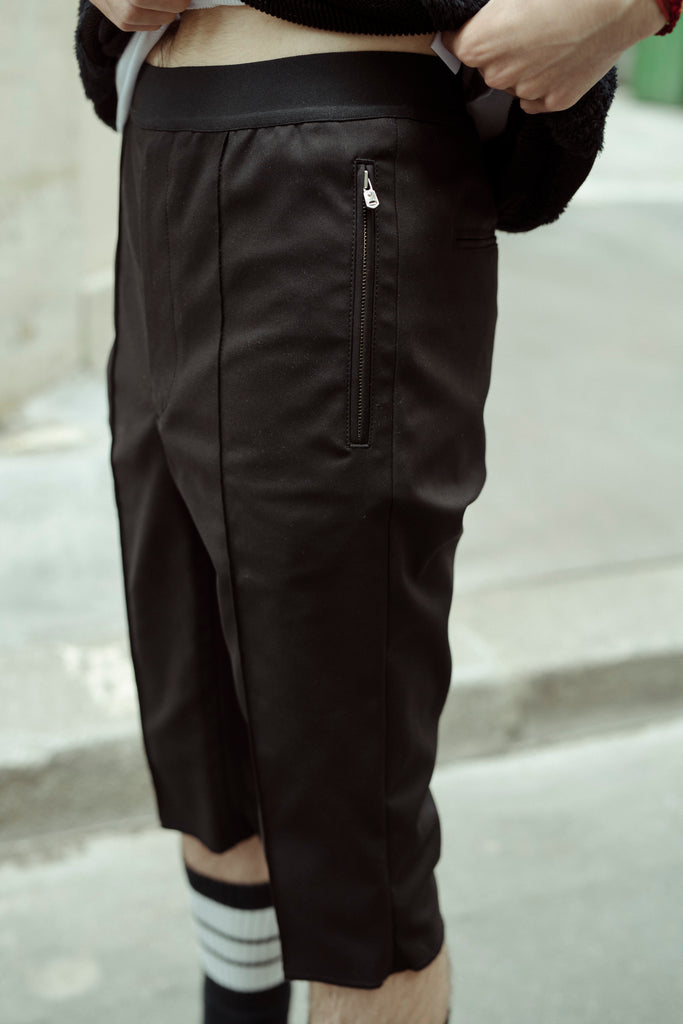 [vendor_title] Black Double Cloth Skinny Jogger Short - DEPARTAMENTO