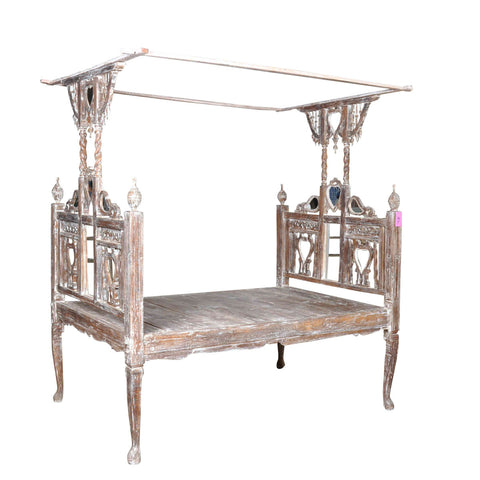 Canopy Bed With Mirror in White Wash