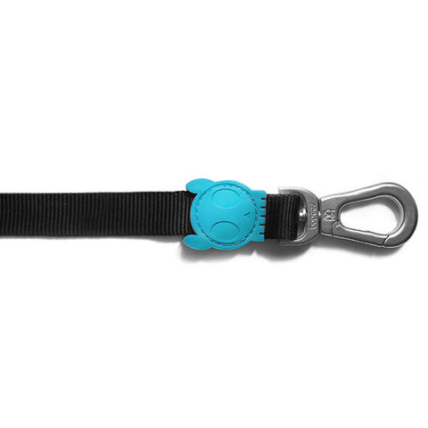 Bali the Dog ZeeDog Monoby Dog Leash, cool black and turqoise colours, we love the nice design details. Perfect for your dog!