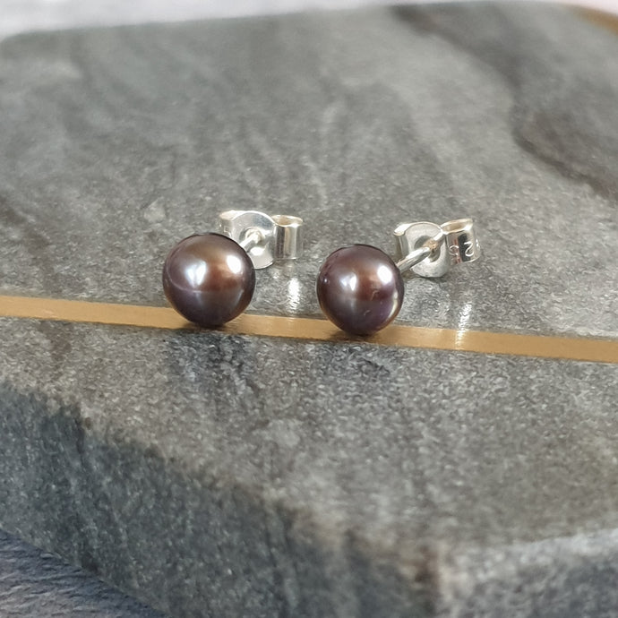 Peaock pearl stud earrings