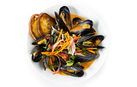 Saha Red Curry Mussels
