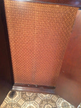 CAPEHART VINTAGE RECORD PLAYER/TUBE RADIO  -  ANTIQUE - CHRISTMAS SPECIAL!!!!