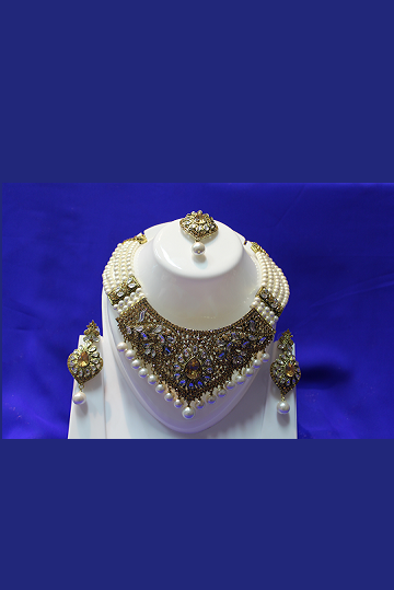 Gold and Pearl Kundan Necklace Set