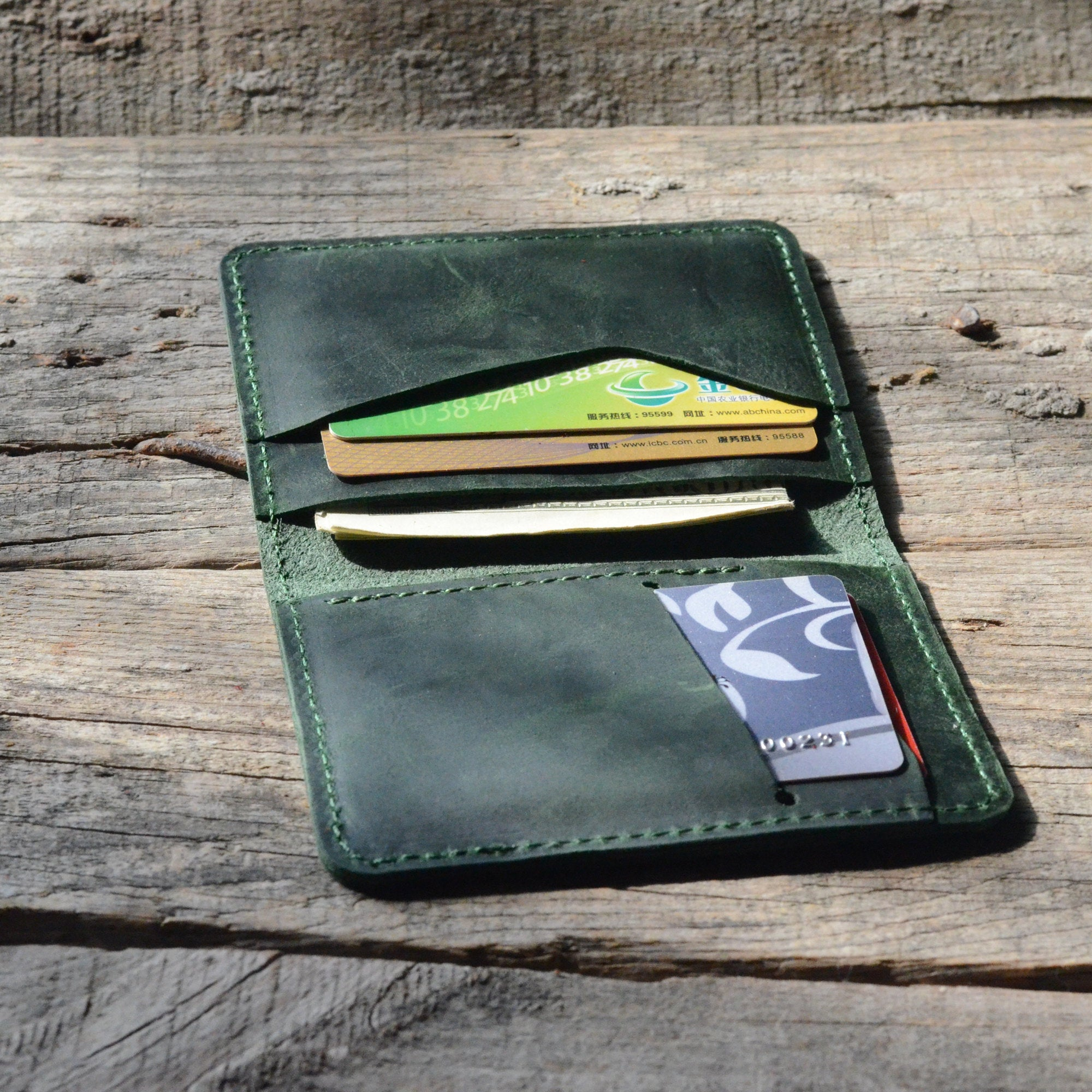 JJNUSA Bifold Wallet, Men's Minimalist Card Holder Distressed Leather Wallet  Green