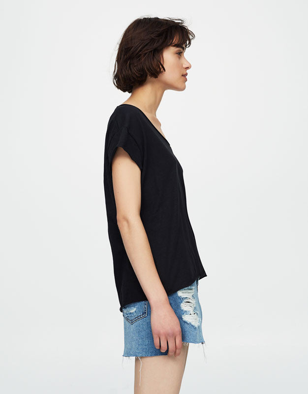 Basic Modern Black T-shirt with piped seams