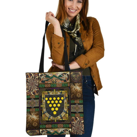Cornwall Tote Bags - Cornwall Coat Of Arms With Celtic Compass