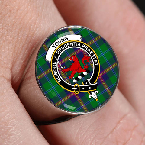 Young Modern Tartan Crest Ring Th8