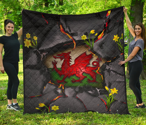Wales Premium Quilt - Welsh Dragon Daffodil Lava | Love The World