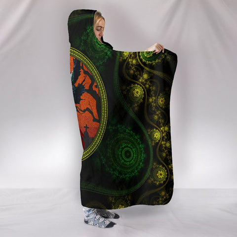 Celtic Hooded Blanket Morrígan Edition - Goddess of Fate - Morrígan - BN21