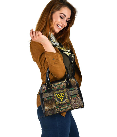 Cornwall Shoulder Handbag - Cornwall Coat Of Arms With Celtic Compass