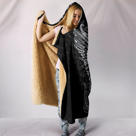 Huginn And Muninn - Odin's Ravens Hooded Blanket Th5 | Love The World