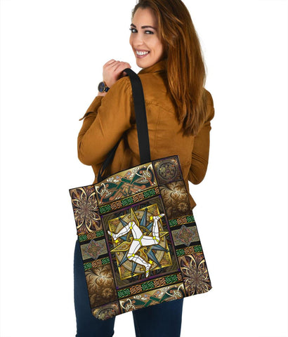 Isle Of Man Tote Bag - Isle Of Man Symbol With Celtic Compass