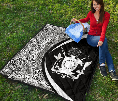 Image of Coat Of Arms Polynesian Premium Quilt - Circle Style