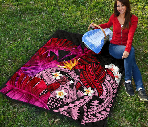 Kanaka Maoli (Hawaiian) Premium Quilt, Polynesian Pineapple Banana Leaves Turtle Tattoo Pink