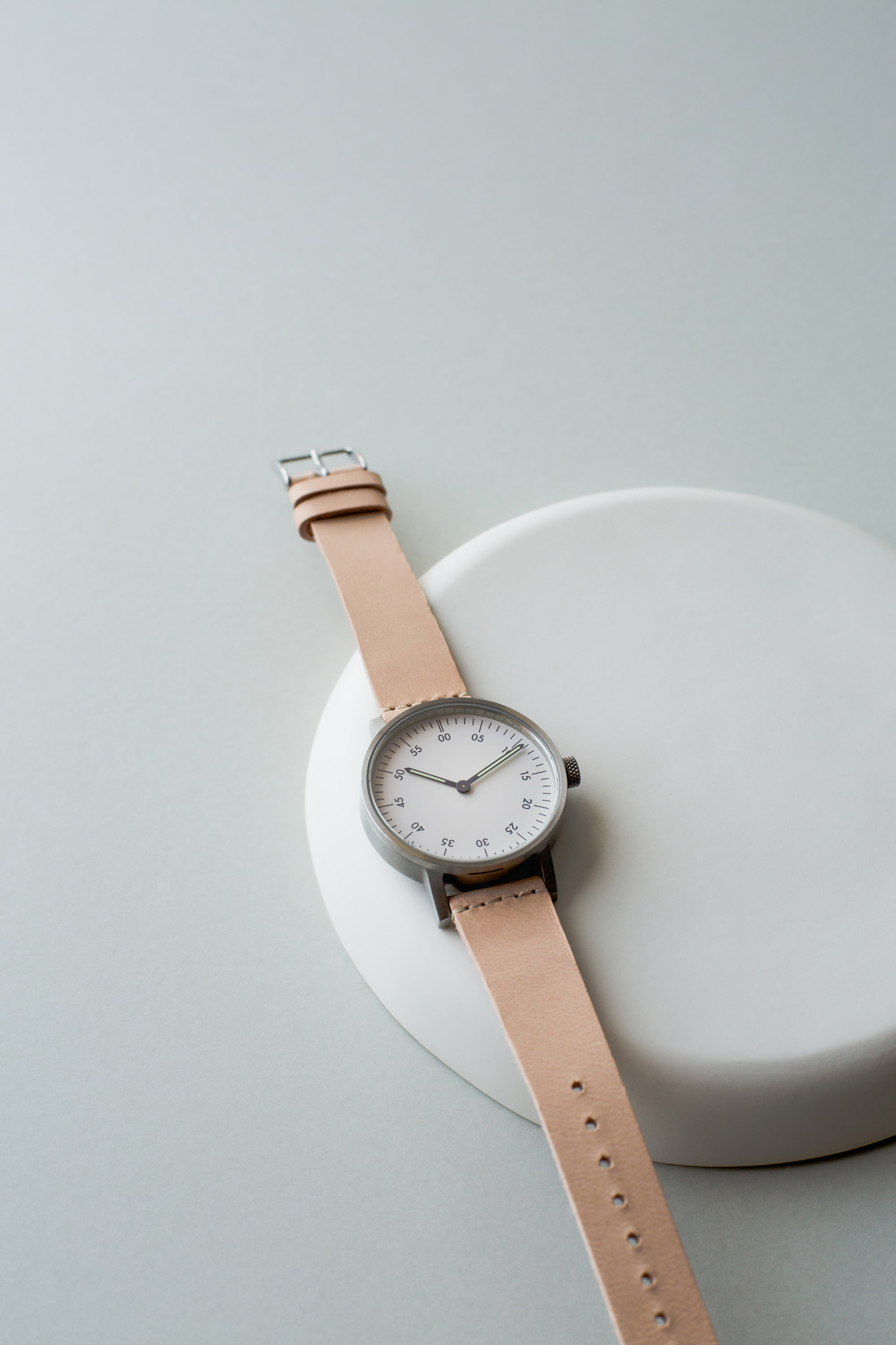 The V03B with a Tarnsjo Swedish Vegetable dyed leather strap. V03B-BR/TN/WH by Swedish designer David Ericsson.