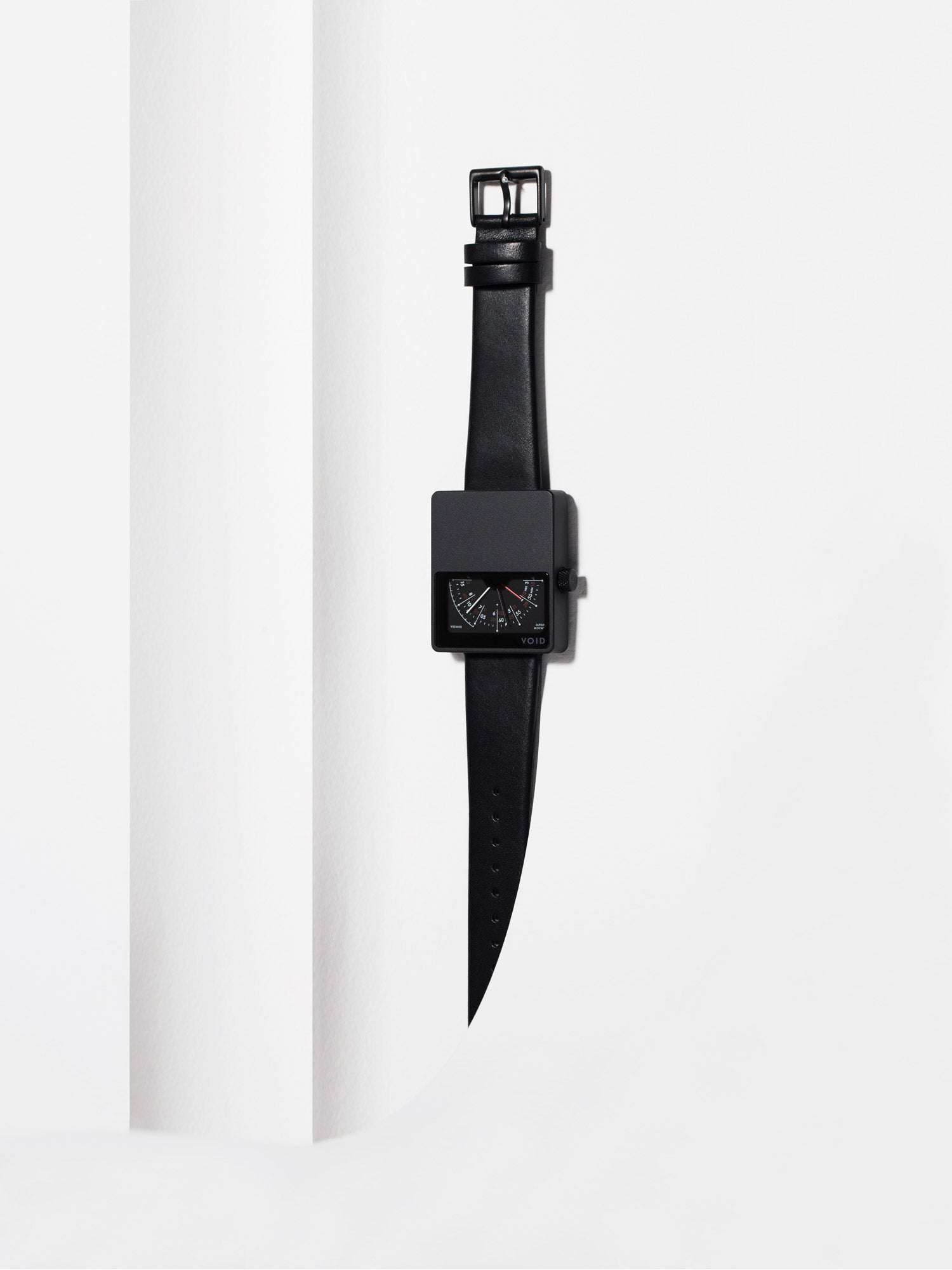 The iconic square horizon V02MKII watch by swedish designer David Ericsson. V02MKII-BL/BL