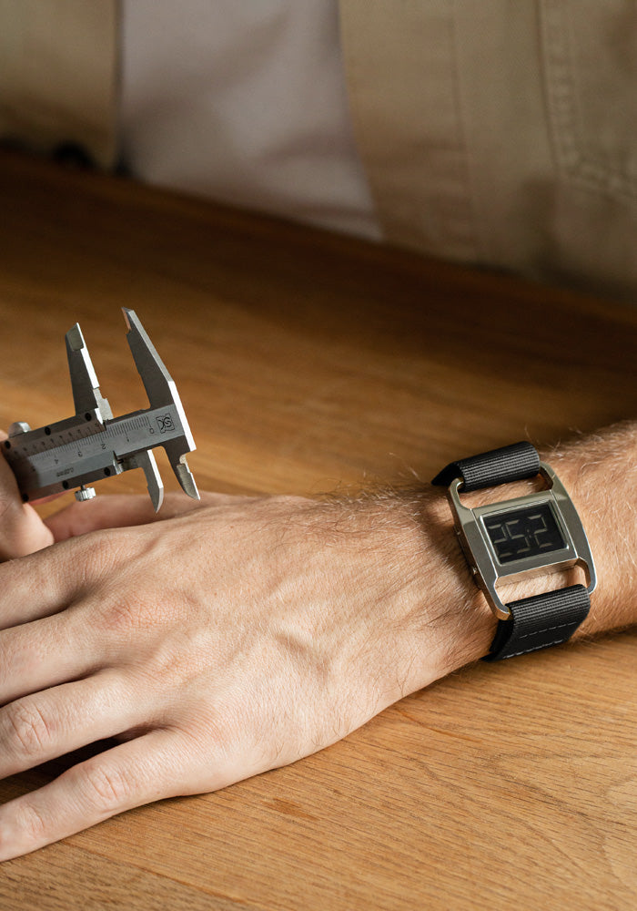 The PXR5-PO/BL from VOID Watches, designed by British Designer Michael Young.