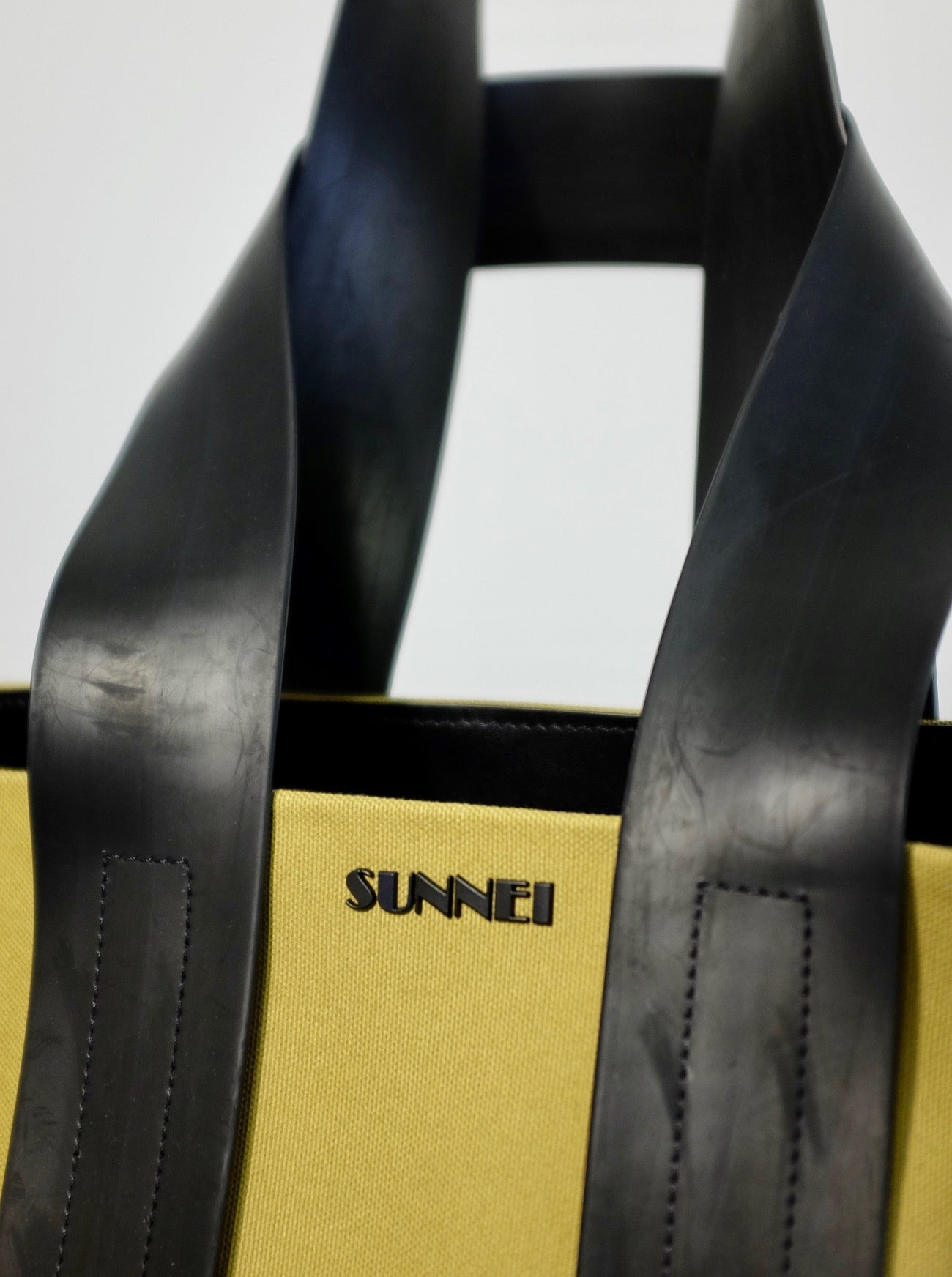 SUNNEI X TOM GREYHOUND PARALLELEPIPEDO MESSENGER