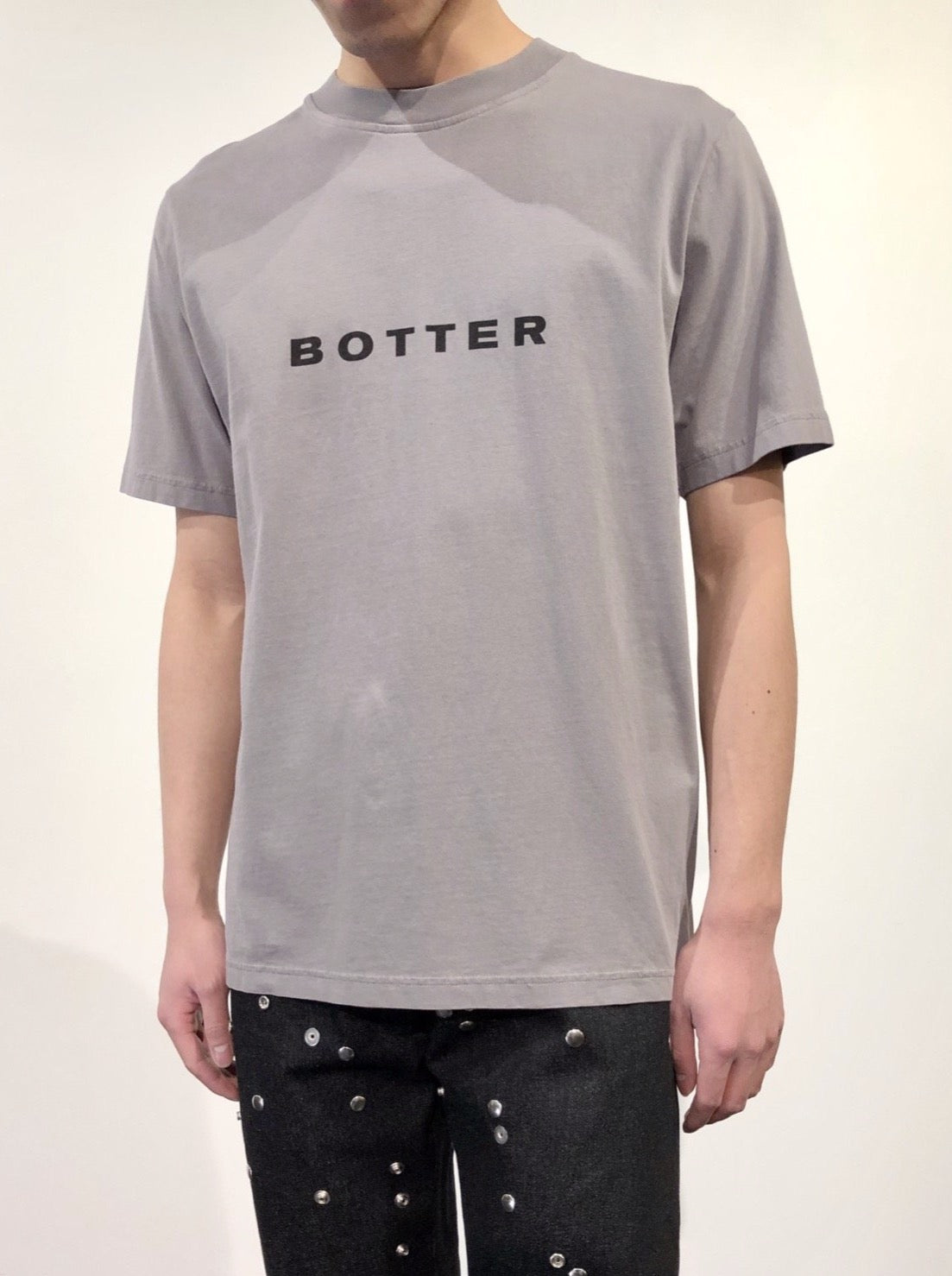 SHORT SLEEVE BOTTER T-SHIRT