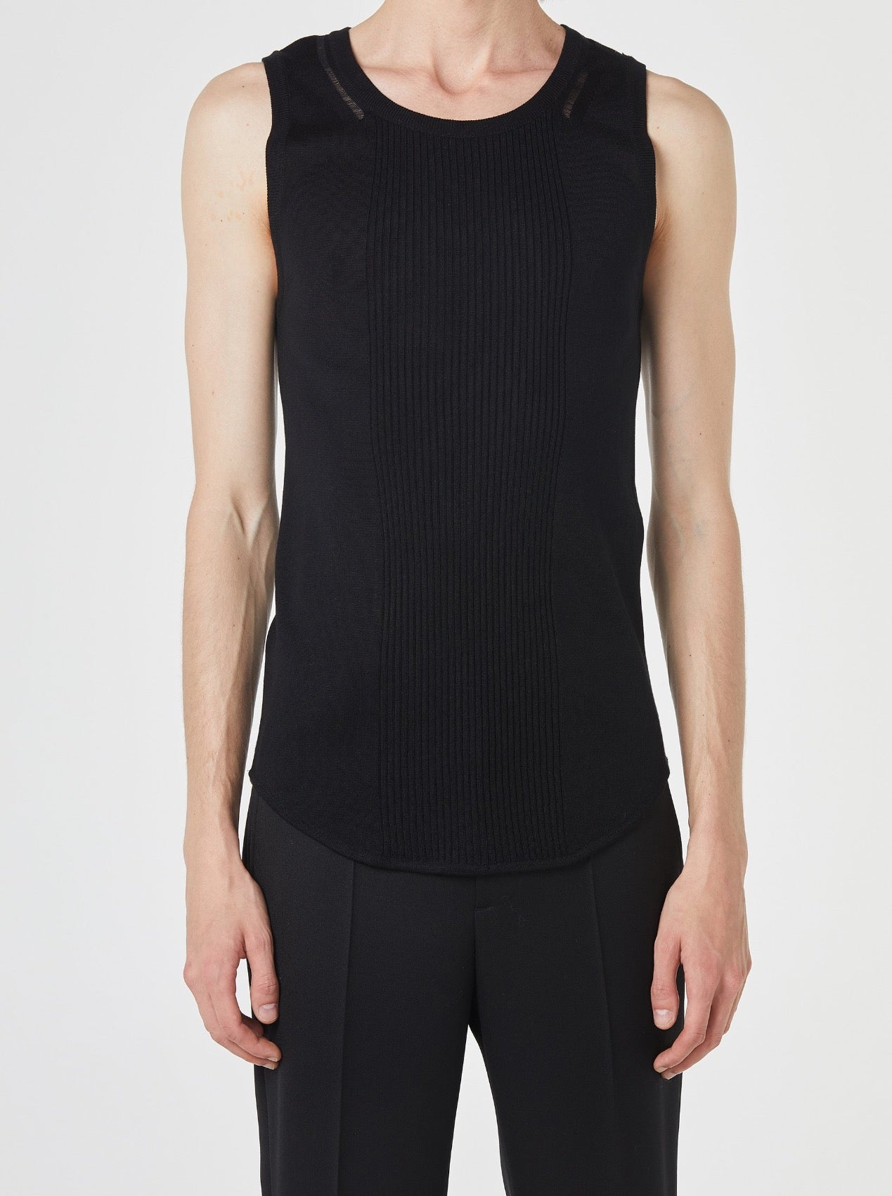 BLACK SLEEVELESS KNIT PULLOVER