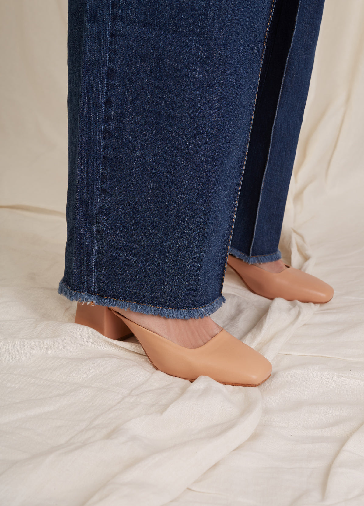 CROPPED JEANS WITH PLEATS