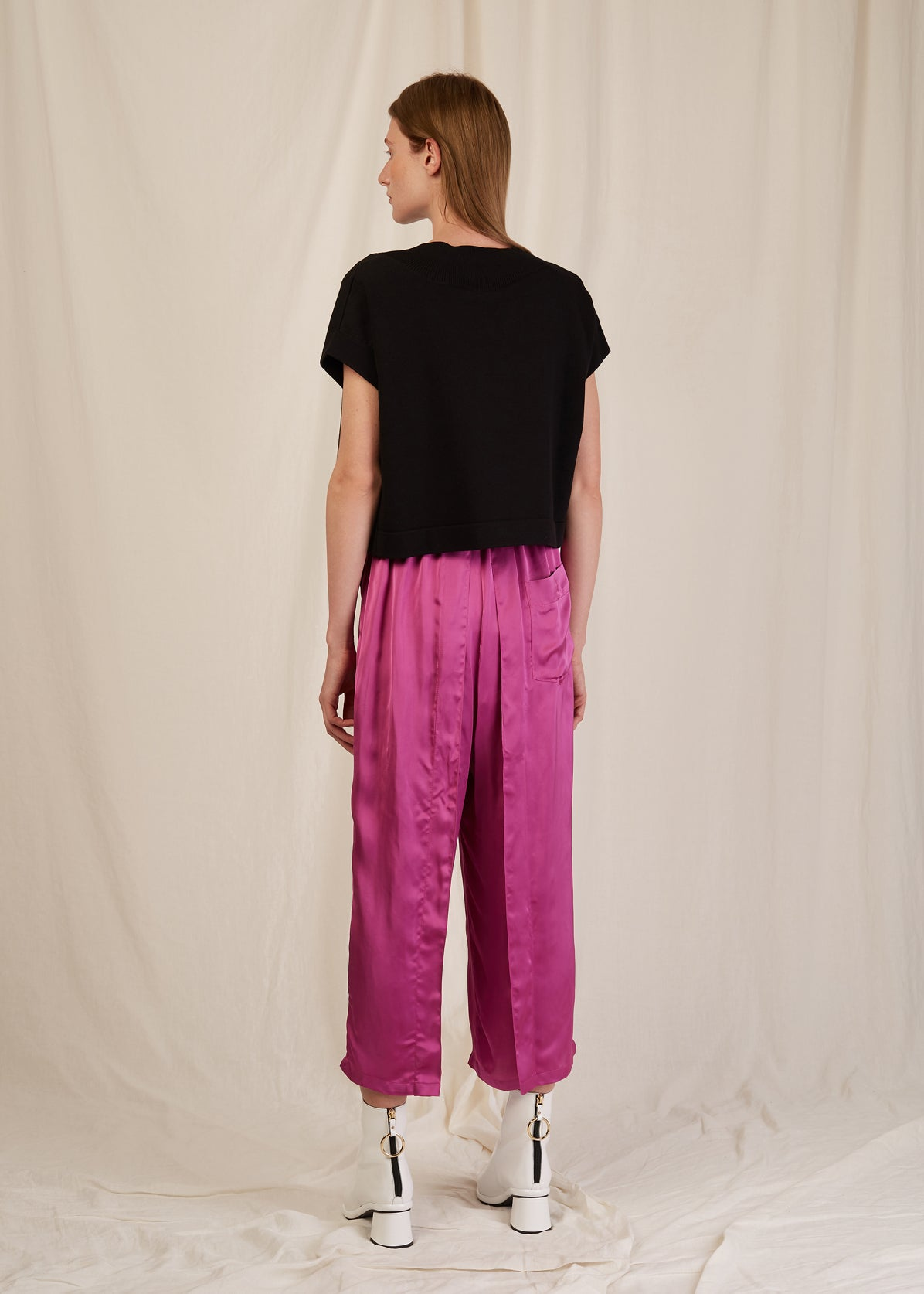 FRONT PLEAT CROPPED TROUSERS