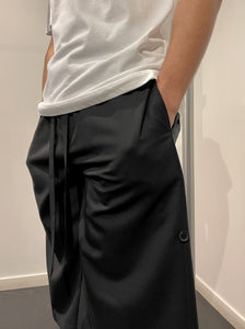 SIDE TAB TAILORED SHORTS