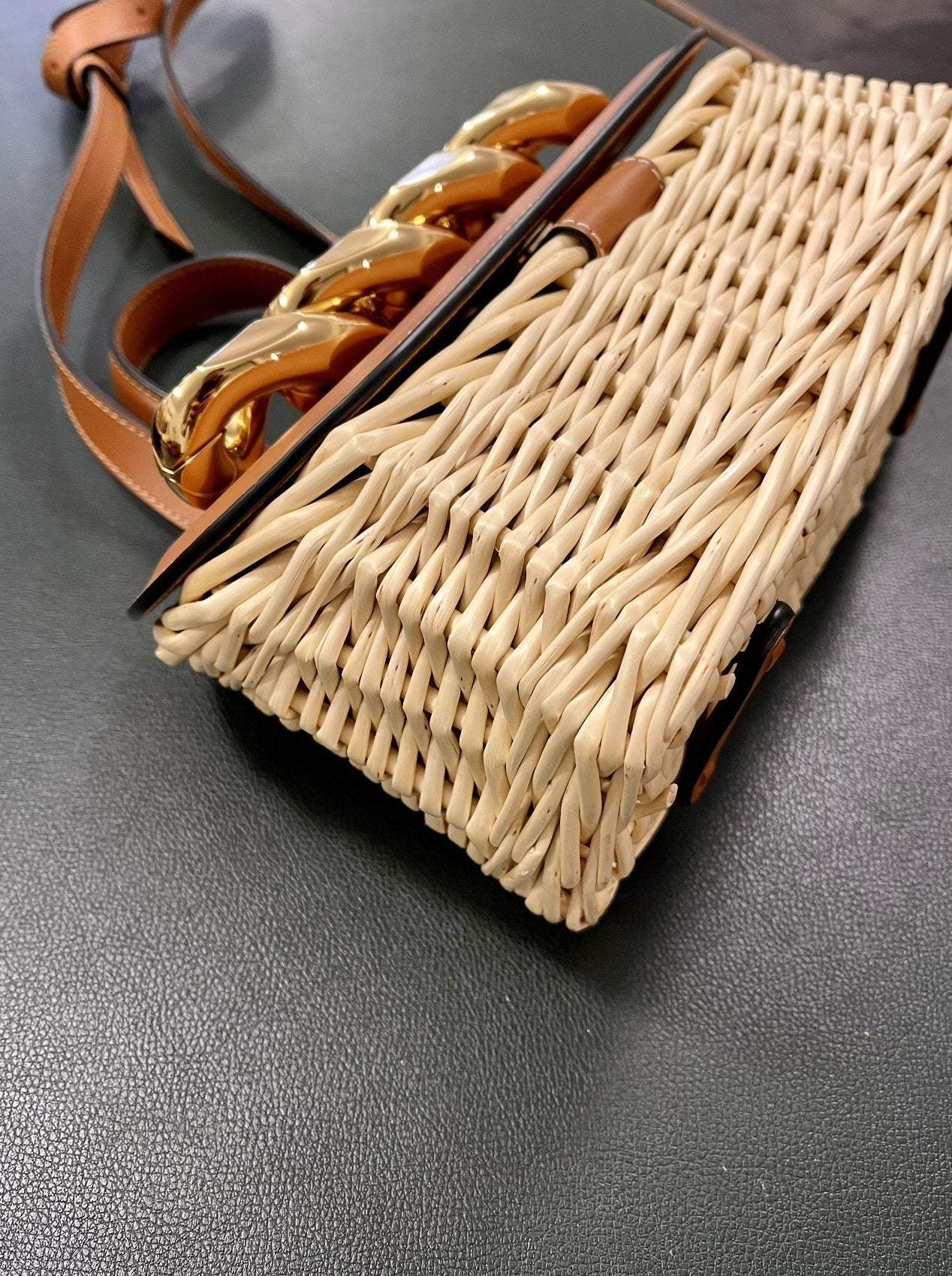 SMALL CHAIN LID BASKET BAG