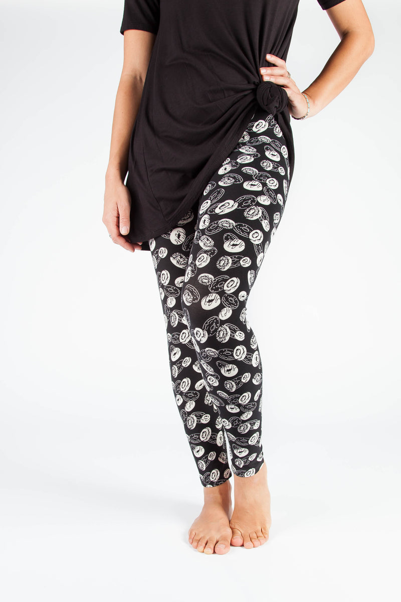 Ultra soft, super comfy leggings made with a unique, 4-way stretch, non-pilling fabric of great quality. Patterns and colours are vibrant and opaque and are not distorted when stretched and worn. This pattern is a super cute black and white donut design - perfect for those with a sweet tooth! Also a great novelty gift.