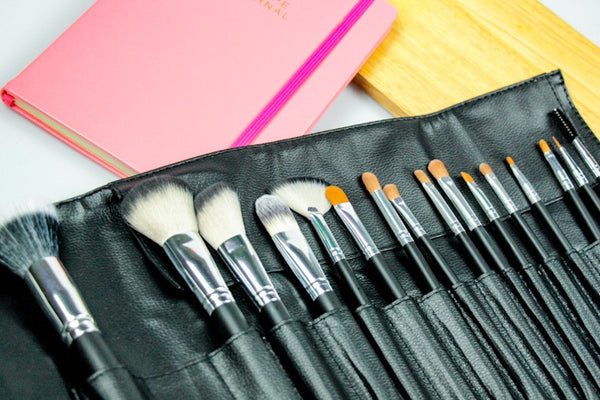 Choosing the Best Makeup Brush Set - Pro Essentials Insight