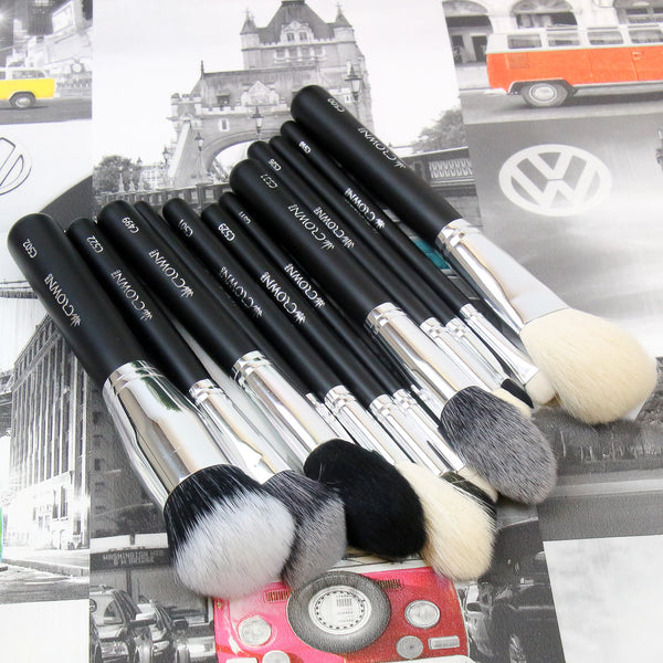 How Many Makeup Brushes Do I Need?