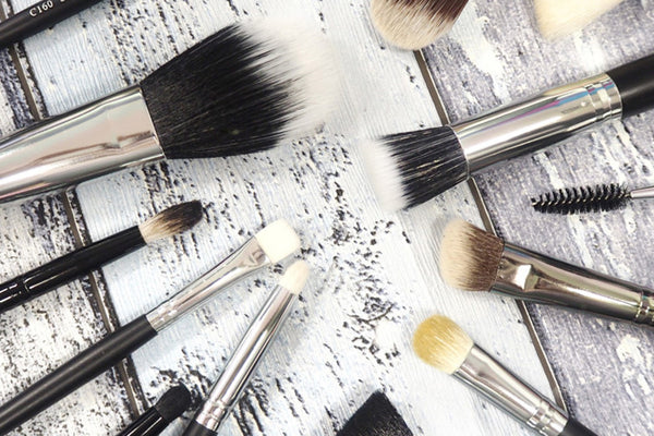 How To Pick The Perfect Makeup Brushes