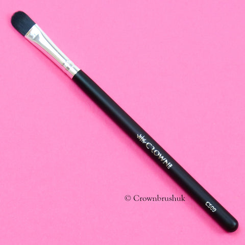 Which Makeup Brushes Do I Need? Concealer Brush