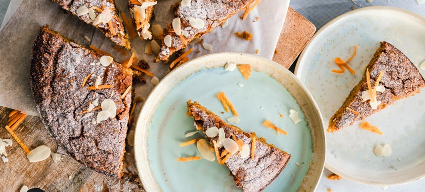 cakes for picnics on plates