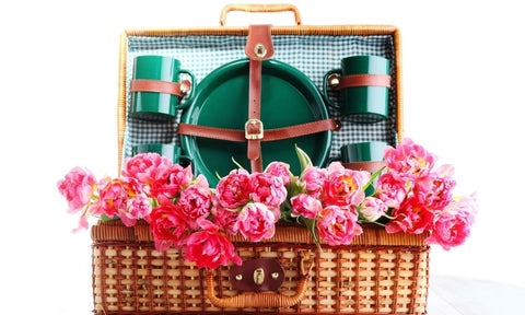 picnic baskets can make great gifts