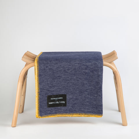 Reversible Throw - Navy, Cream & Yellow | Couverture réversible - Marine, Crème & Jaune