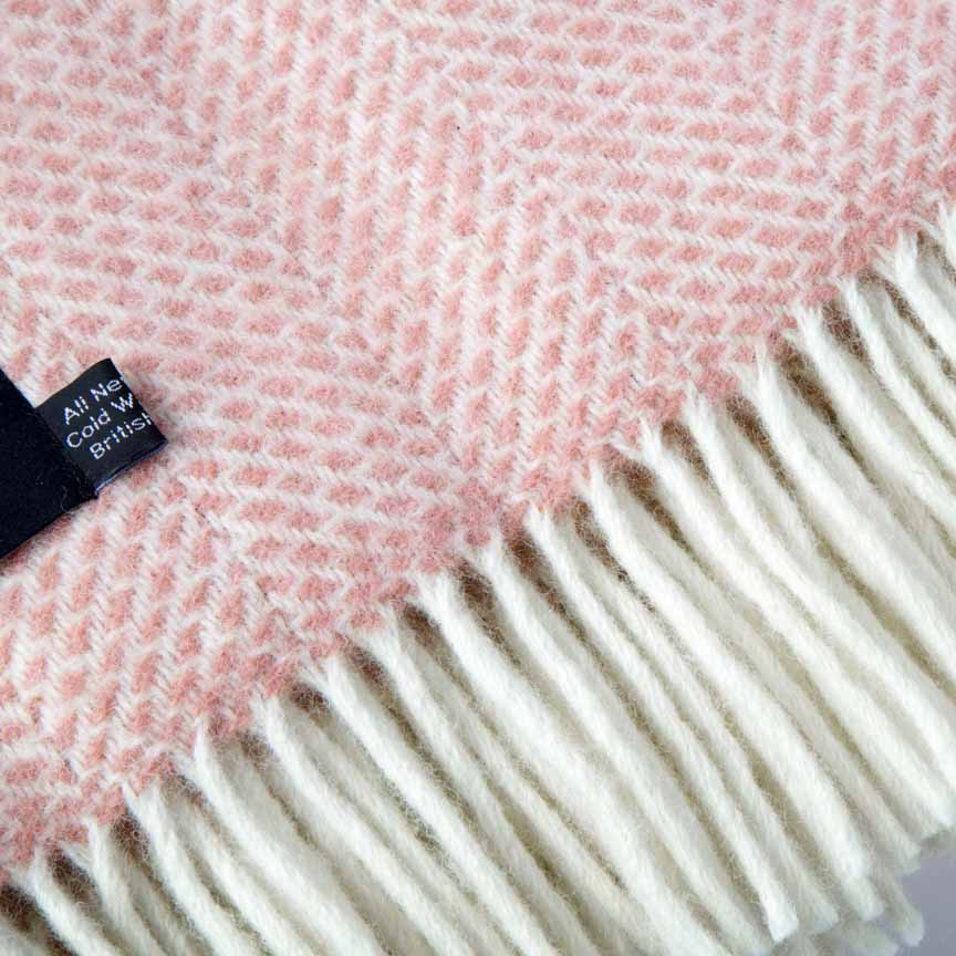 Evening Tales - Pure New Wool Blanket - Fluffy - Pink