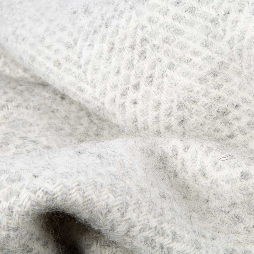 Evening Tales - Pure New Wool Blanket - Fluffy - Light Grey