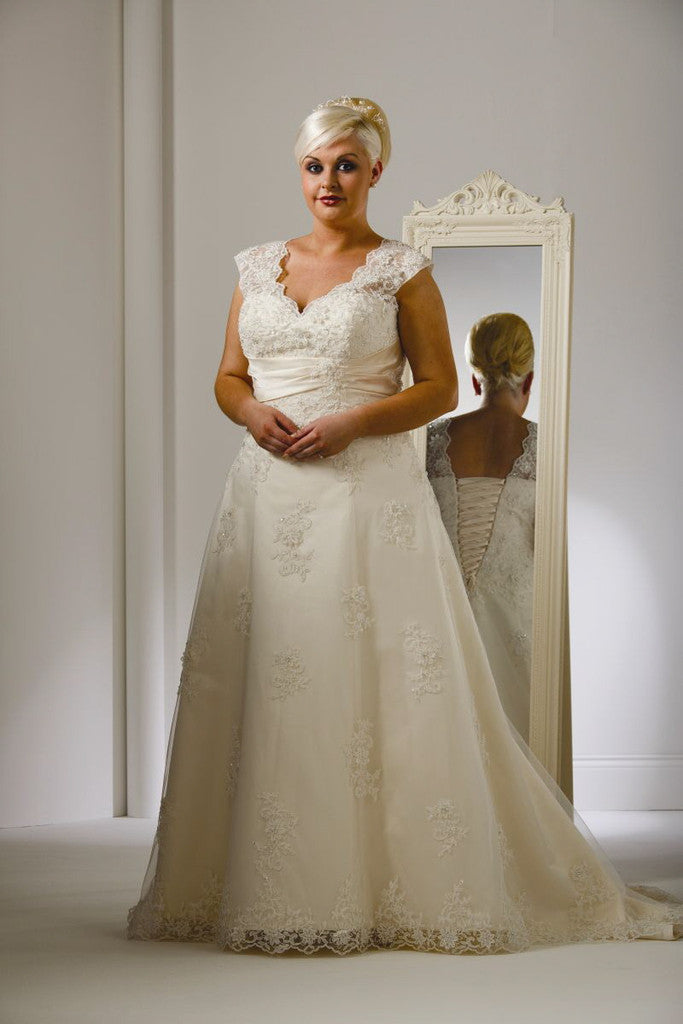 CLEARANCE WEDDING DRESS £250 (IVORY UK 28) - Beautiful Brides BB14902