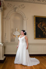 CLEARANCE WEDDING DRESS £250 (IVORY UK 24) - Plus Size Wedding Dress Beautiful Brides BB15115